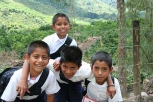 Costa-Rica-Le-pays-le-plus-heureux-du-monde-ecoliers