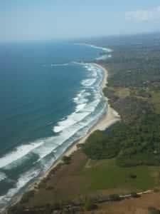 Les-raisons-de-voyager-au-Costa-Rica-cote-pacifique-vue-du-ciel