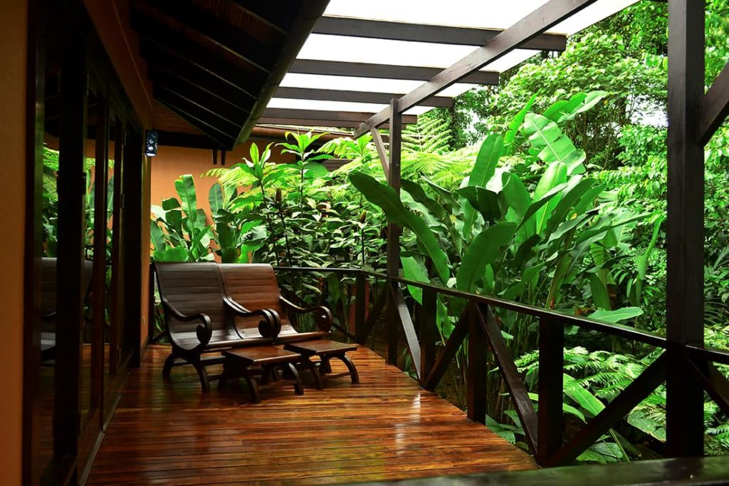 celeste-mountain-lodge-terrasse-costa-rica-decouverte