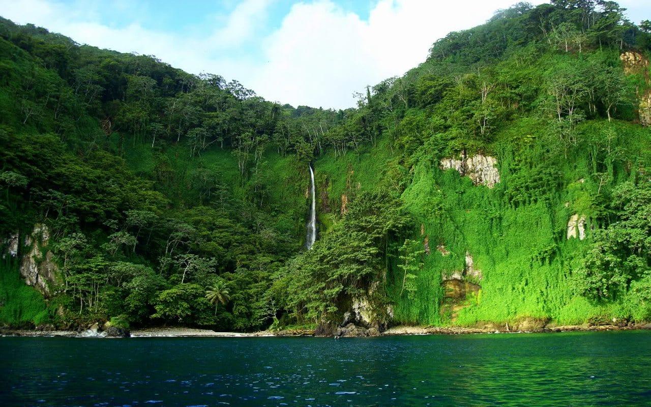 Isla del Coco cascade