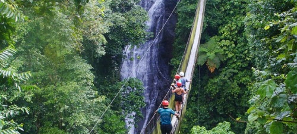 Excursion a travers les ponts suspendus au Costa Rica