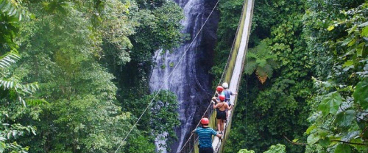 Excursion a travers les ponts suspendus au Costa Rica