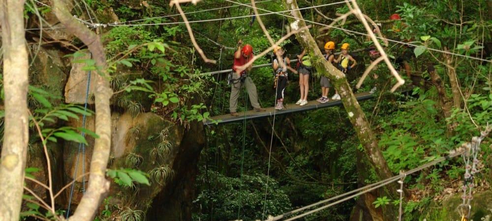 Canyoning et descente en rappel a l'hacienda Guachipelin au Costa Rica