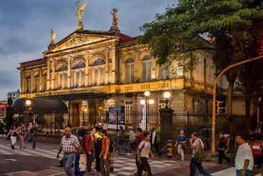Parmi les activités Cultures, la visite du Théâtre national de San José s'impose