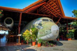 restaurants-el-avion-manuel-antonio