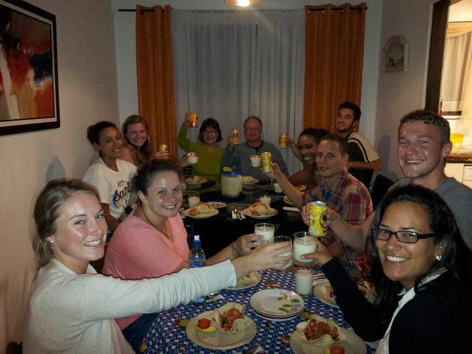 habitants-repas-costa-rica-decouverte