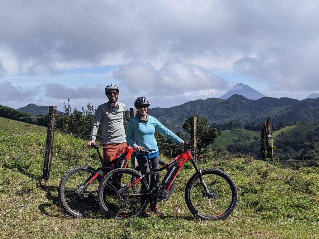 vtt-electrique-monteverde-couple-costa-rica-decouverte