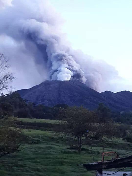 turrialba-volcan-eruption-2014-costa-rica-decouverte